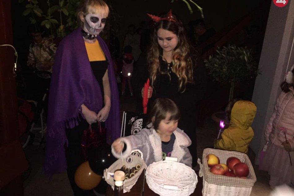 FOTO, Trnovčania zaujali akciou: Halloweenskym sprievodom vystrašili susedov