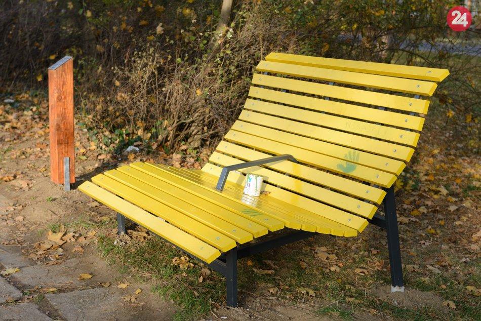 V Nitre pribudlo 9 unikátnych zábavných lavičiek: Každá má vlastné meno, FOTO