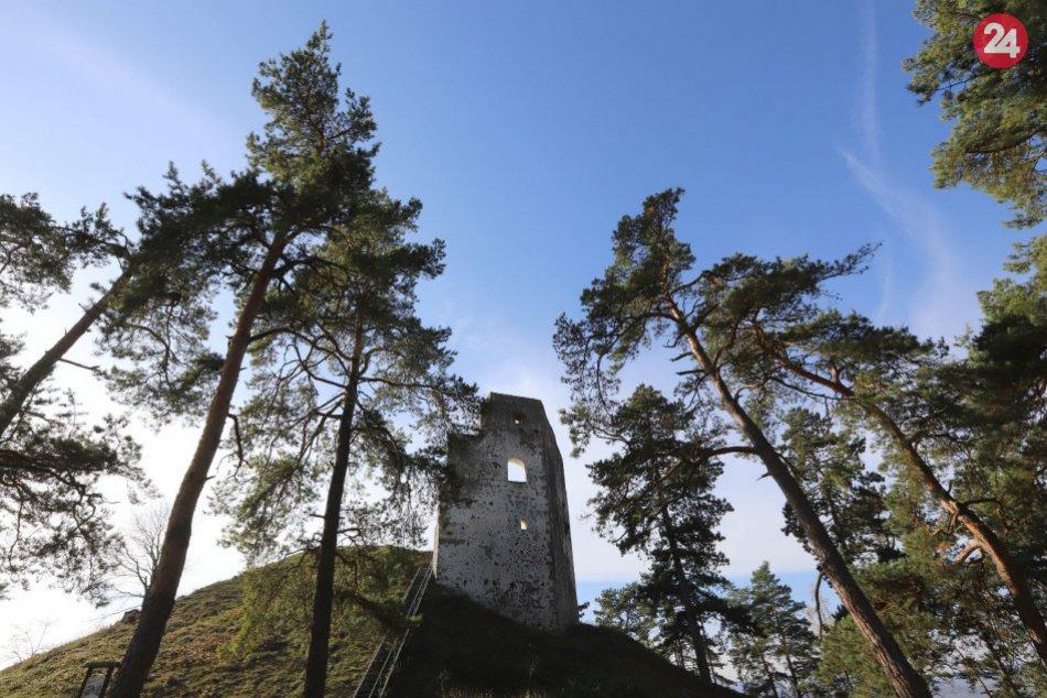 V OBRAZOCH: Dobronivský hrad zachytený na fotkách