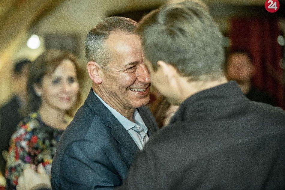 V OBRAZOCH: Ján Nosko víťazom volieb v Bystrici