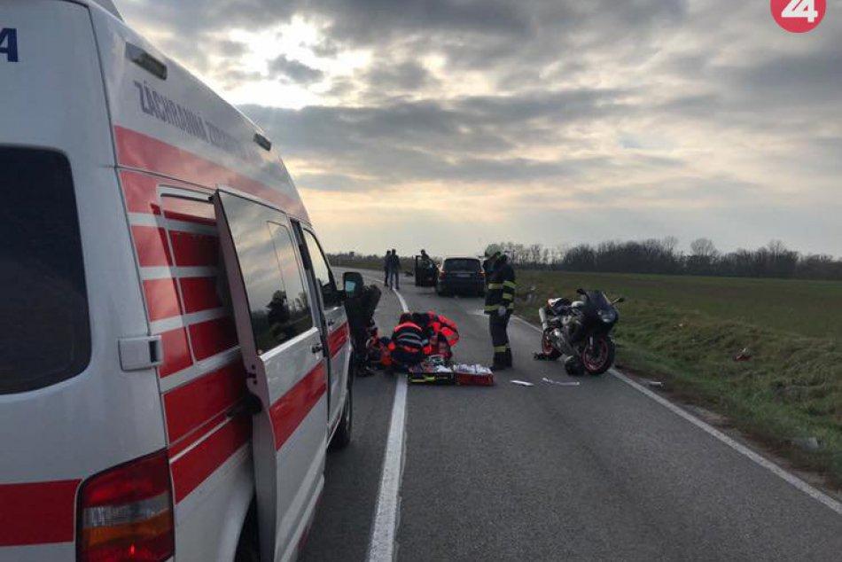 V okrese Topoľčany havaroval motorkár: Do nemocnice ho previezli vrtuľníkom