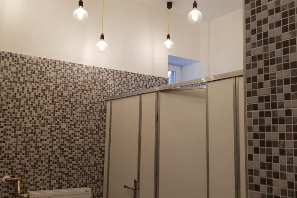 Zrekonštruované toalety v dome kultúry v Brezne