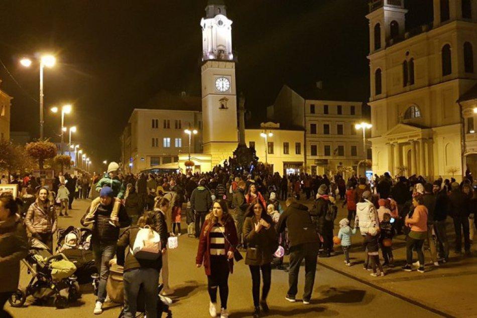 V OBRAZOCH: Lampiónový sprievod prilákal do bystrických ulíc tisícku ľudí