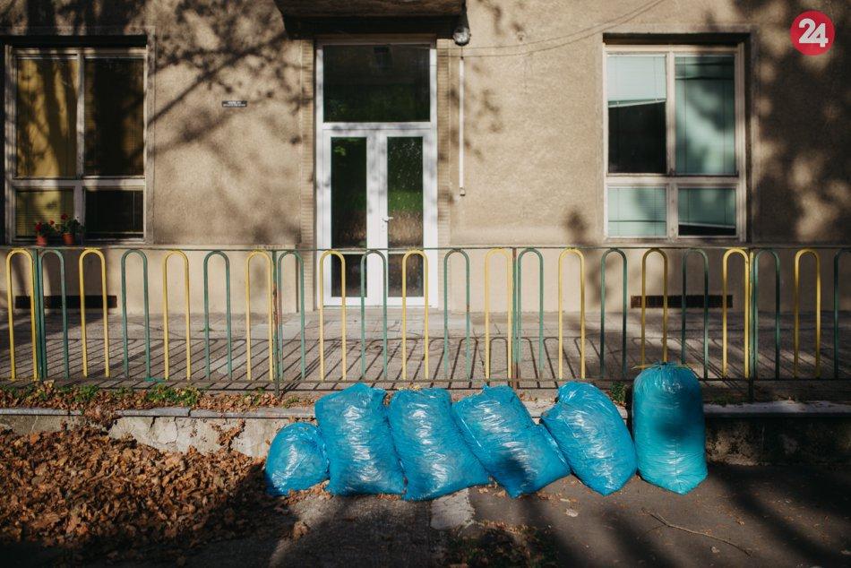 V OBRAZOCH: Dobrovoľníci z Projektu Godzone pomáhali v uliciach Bystrice