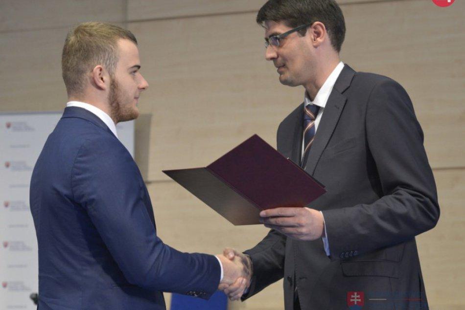V OBRAZOCH: Tridsiatka úspešných študentov si prevzala Pamätný list sv. Gorazda