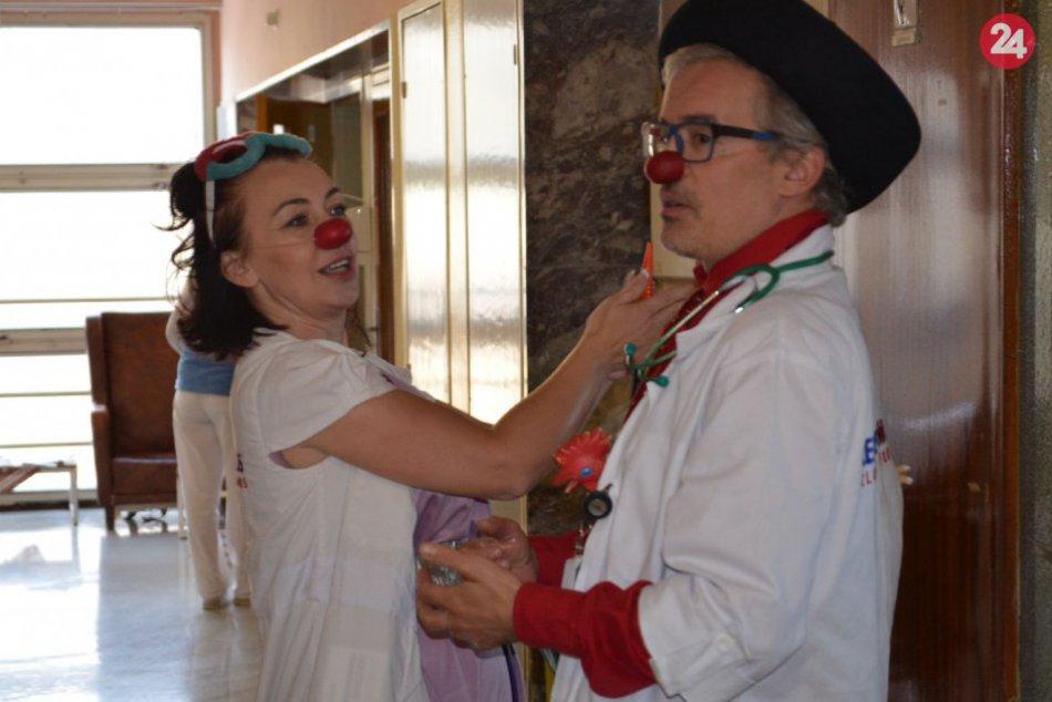 V OBRAZOCH: Zdravotní klauni navštívili dospelých onkopacientov v Bystrici