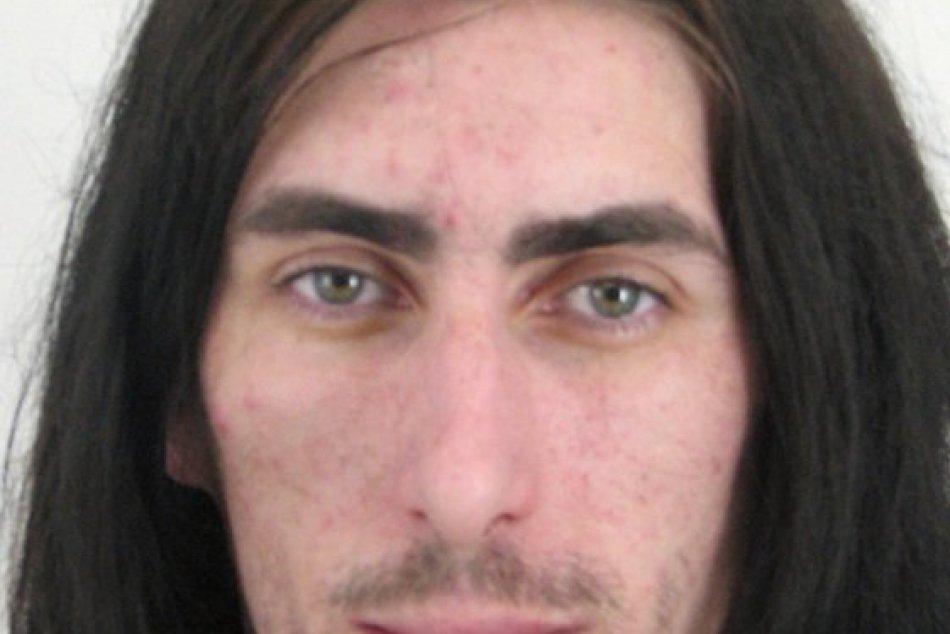 FOTO: Polícia pátra po tomto mužovi z obce Humenského okresu