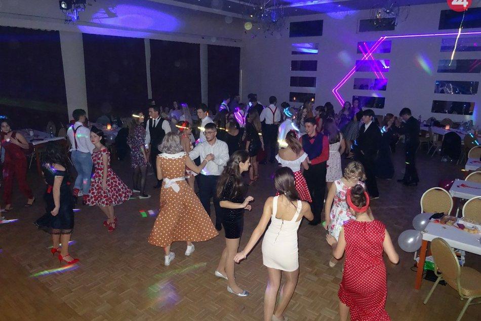 Obrazom: Retro ples gymnazistov