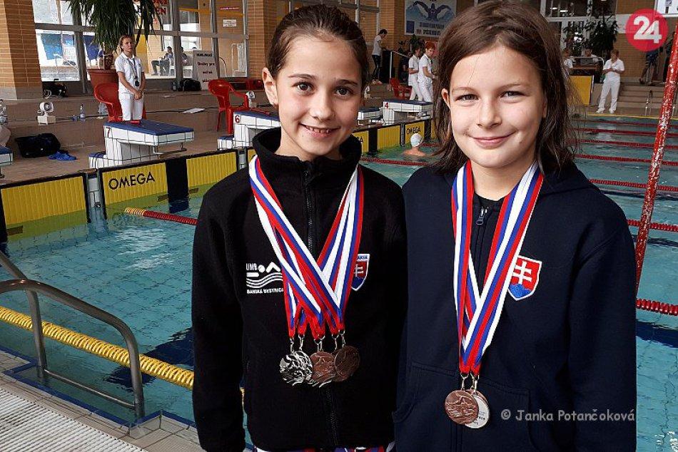 V OBRAZOCH: Ďalších 6 medailí pre plavkyňu Malíkovú z UMB