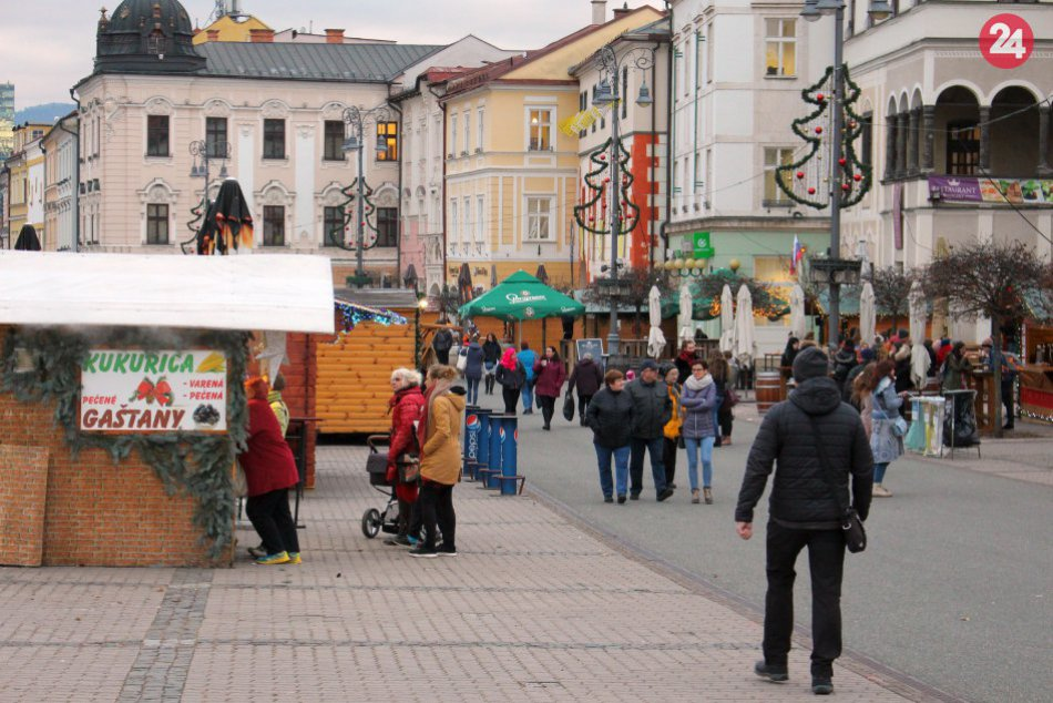 V OBRAZOCH: Vianočné trhy odštartovali, lákajú do centra Bystrice