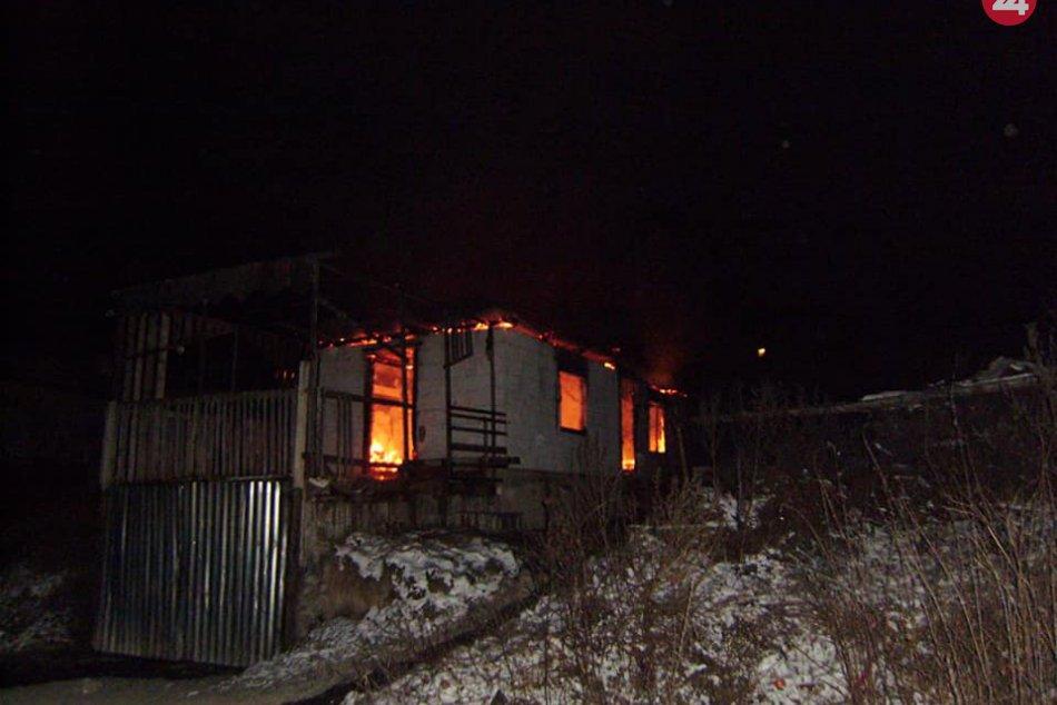 FOTOGALÉRIA: Zábery z miesta požiaru domu v osade na Spiši