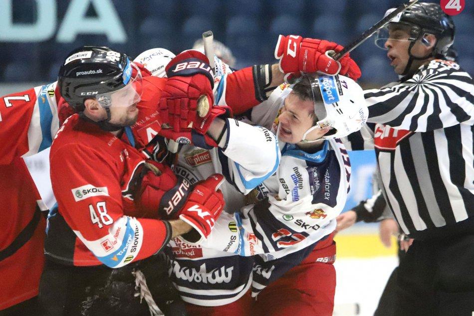 V OBRAZOCH: Bystrickí hokejisti zvíťazili na zvolenskom ľade