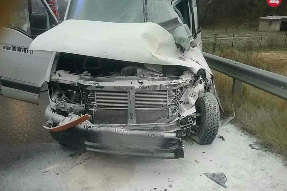 Pri Žiari nad Hronom sa zrazila dodávka s kamiónom