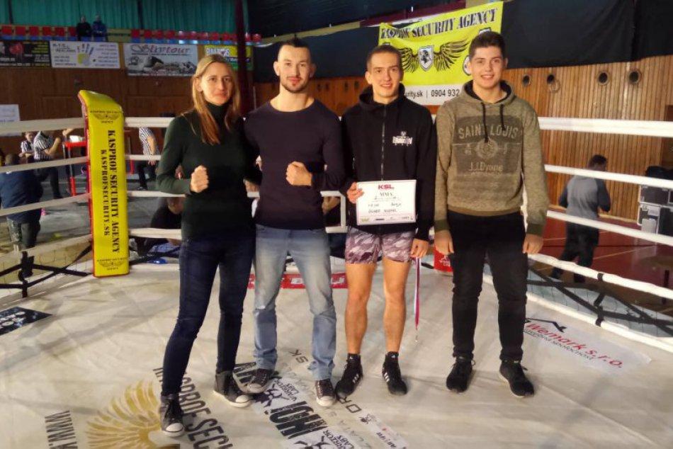 V OBRAZOCH: Bystrický bojovník MMA Oliver (17) sa teší z medaily