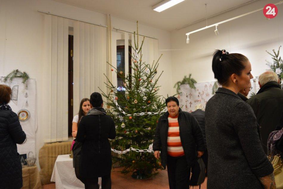 FOTO: Čas vianočný otvoril brány adventu v Makovického dome