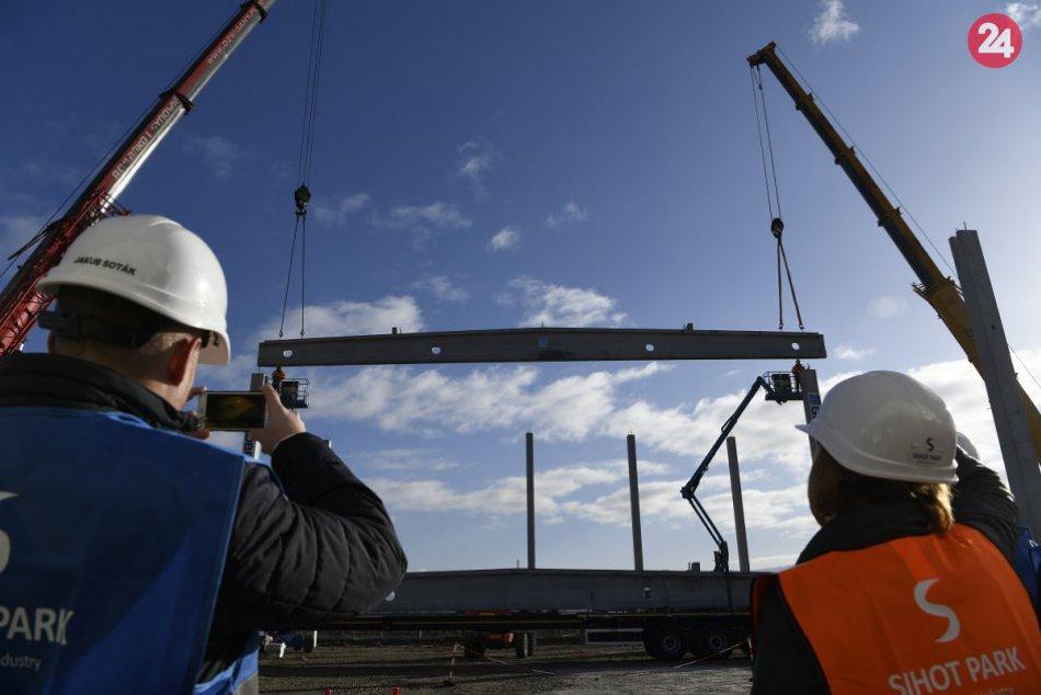 FOTO: Pri Chocholnej-Velčiciach vyrastie logistický Sihoť Park za 50 miliónov €