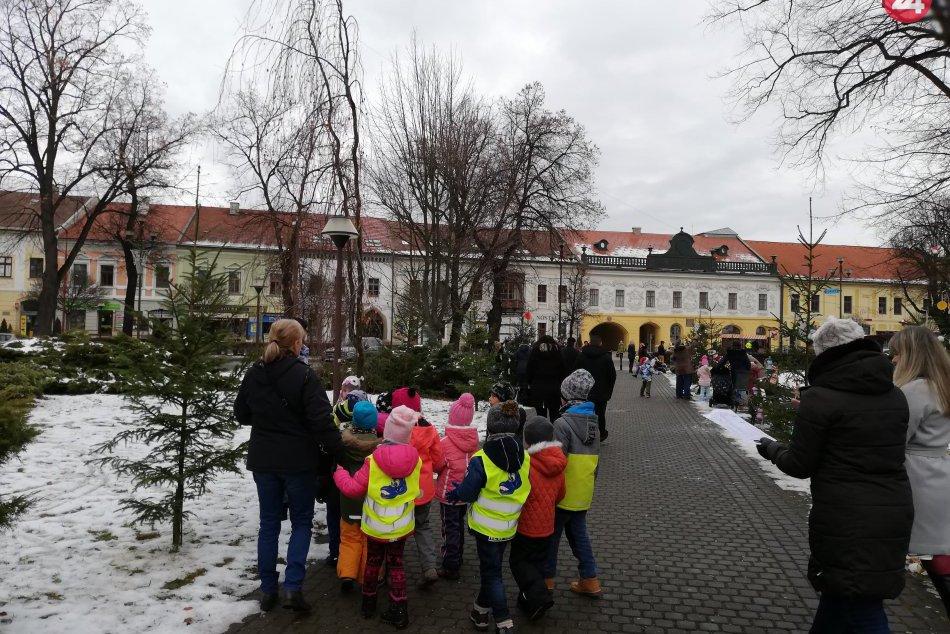 To si určite pozrite: Takto krásne vyzdobili deti v Spišskej stromčeky