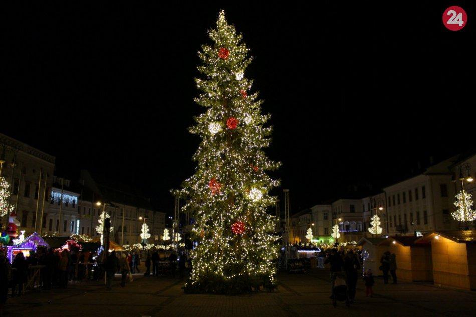 V OBRAZOCH: Vianočná výzdoba v Bystrici zachytená objektívom