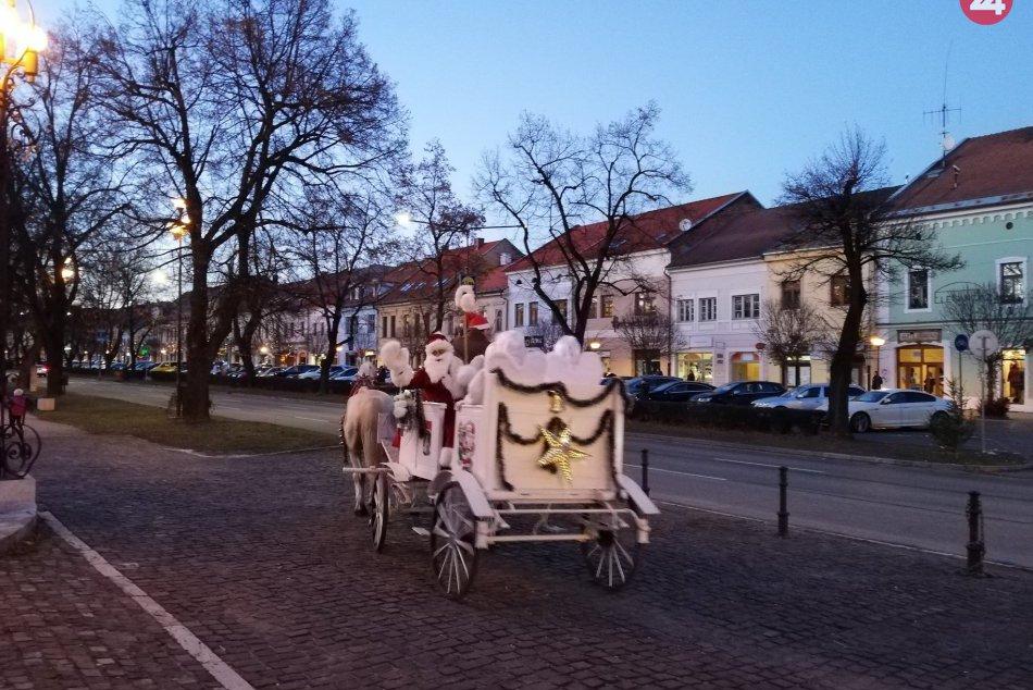 FOTOGALÉRIA: Mikuláš rozsvietil v Spišskej vianočný stromček