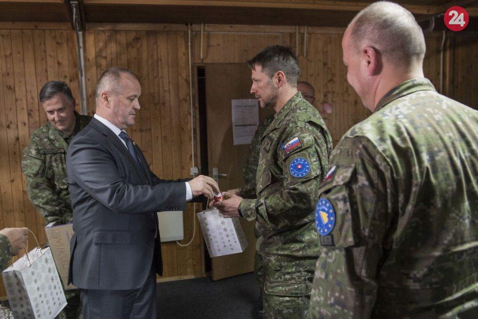 Minister obrany navštívil našich vojakov: V Bosne a Hercegovine
