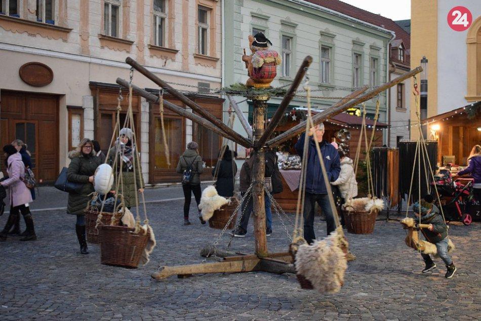 V OBRAZOCH: V Trenčíne sa začali vianočné trhy