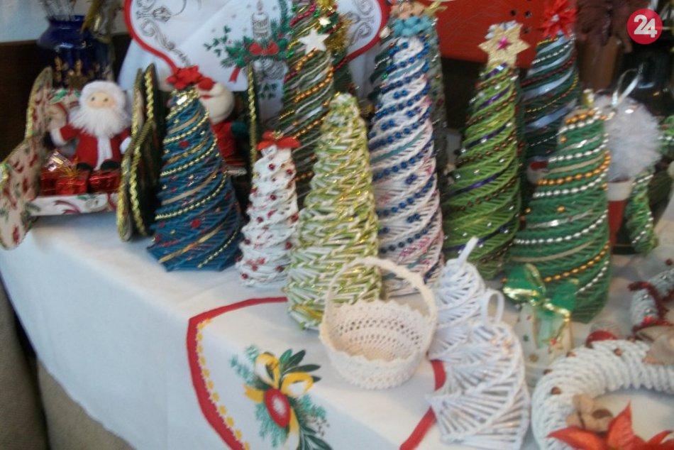 FOTO, Šalianske seniorky s obľúbenou výstavou: Ponúkali originálne darčeky