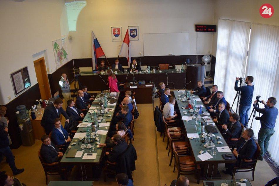 Ustanovujúce zastupiteľstvo v Trenčíne: Primátor a poslanci skladali sľub