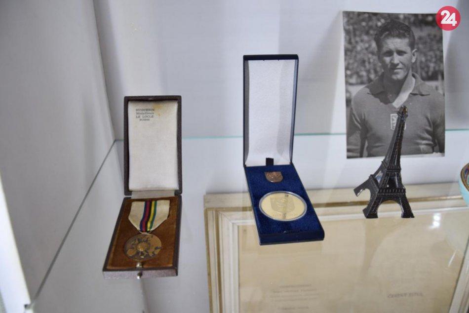 Fanúšikovia futbalu si prídu na svoje: Krajské múzeum ponúka unikátnu výstavu