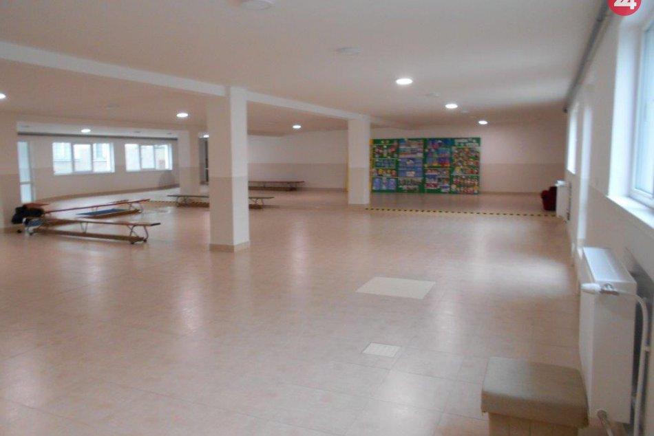 FOTO: ZŠ Matice slovenskej má po novom krajší vchod aj vstupnú halu