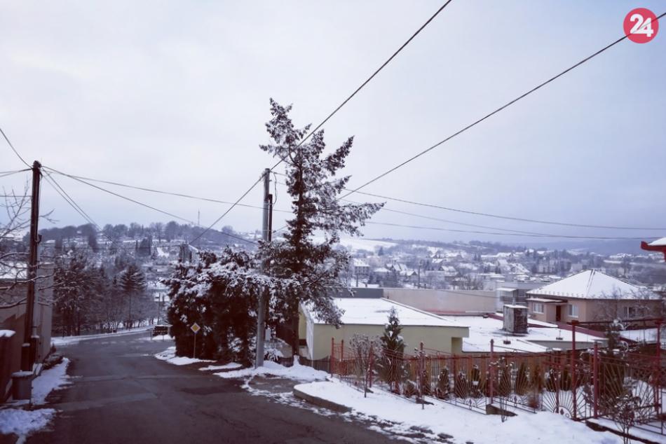Vybrali sme sa do ulíc: Perinbaba dodala Humennému zimnú atmosféru