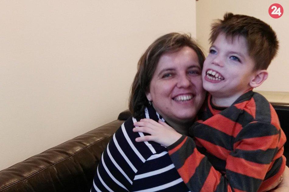Chlapček na fotkách je Andrejko z okresu Humenné: Musí bojovať s ťažkým údelom