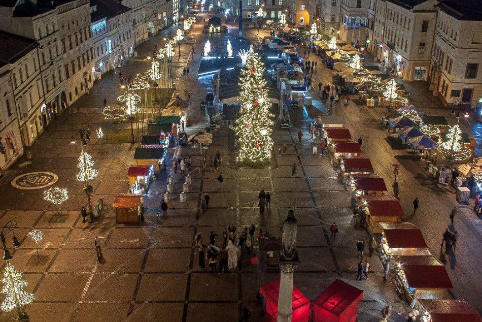 V OBRAZOCH: Vianočné trhy na Námestí SNP v Banskej Bystrici