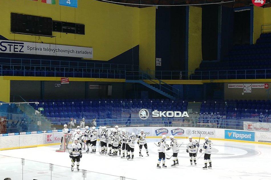Hokejový zápas našich chlapcov proti Michalovciam? Padali góly aj plyšáky!