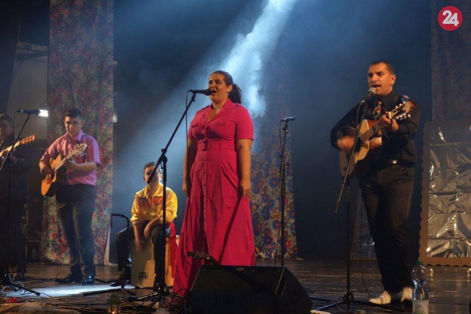 V OBRAZOCH: Rómske piesne spievali aj študenti drevárskej školy