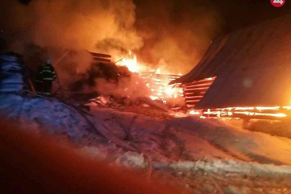 V obci Sihla horia hospodárske budovy: Požiar usmrtil niekoľko zvierat