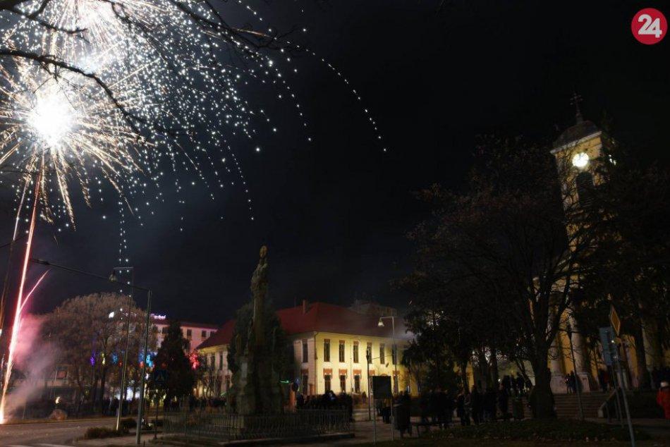 FOTO, Farebné vesmírne divadlo: Šaľania privítali nový rok 2019