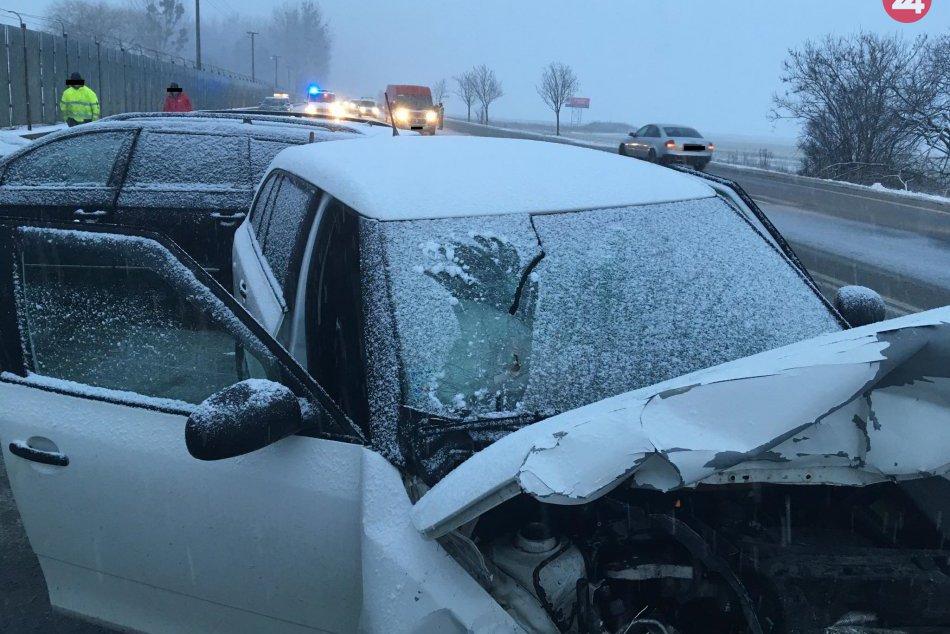 Zábery z miesta: Pri Prešove došlo k dopravnej nehode osobných áut