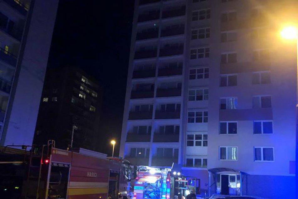 V OBRAZOCH: Požiar paneláka na THK zachytený na fotkách