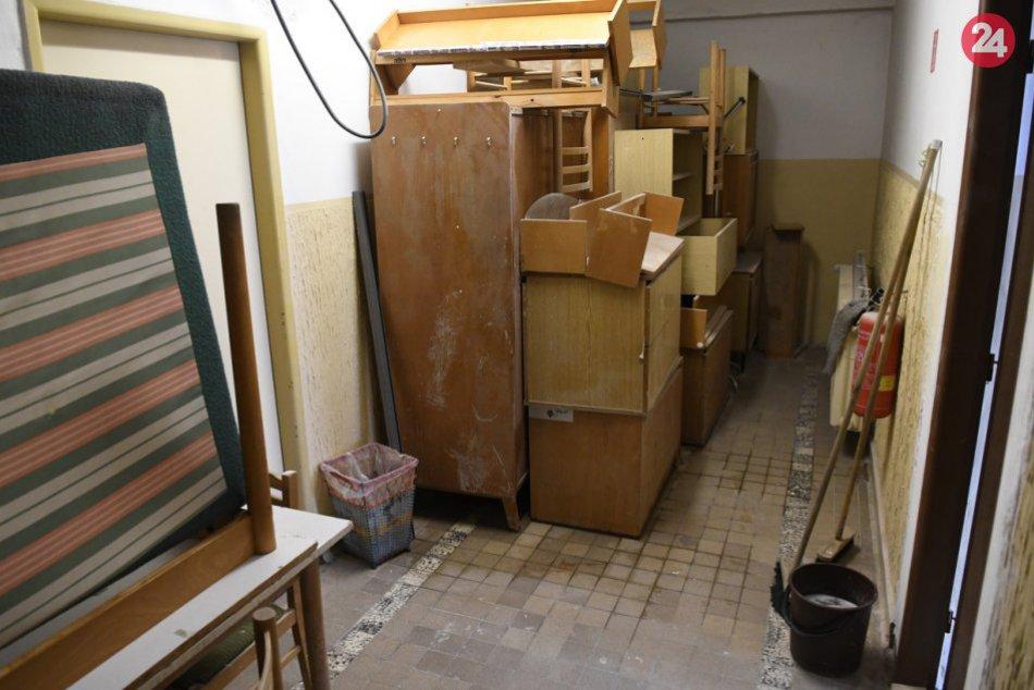 FOTO: Po obnove nového internátu pokračujú práce na starom internáte PU