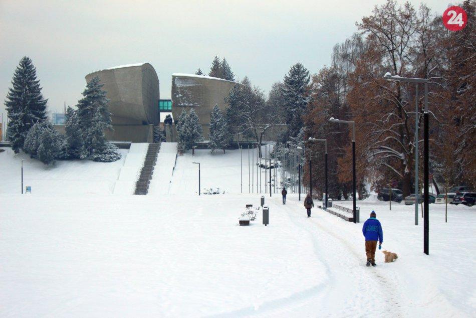V OBRAZOCH: Bystričania sa dočkali zimy s poriadnou snehovou nádielkou