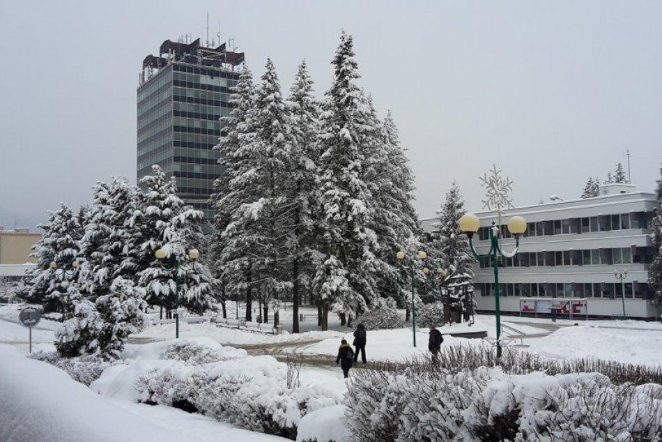 FOTO: Pozrite si známe považskobystrické miesta pod snehovou prikrývkou