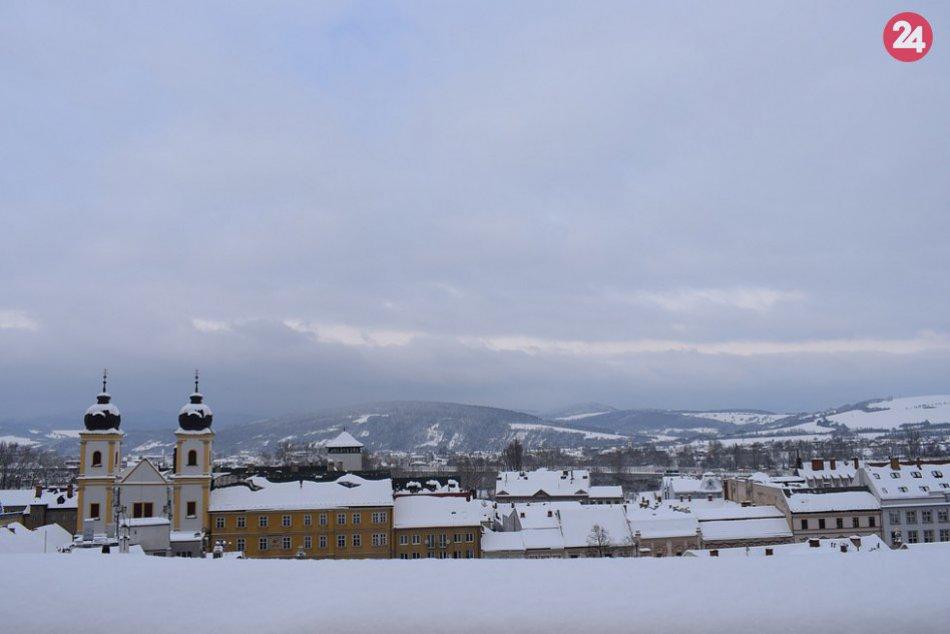 FOTO: Pozrite si známe trenčianske miesta pod snehovou prikrývkou