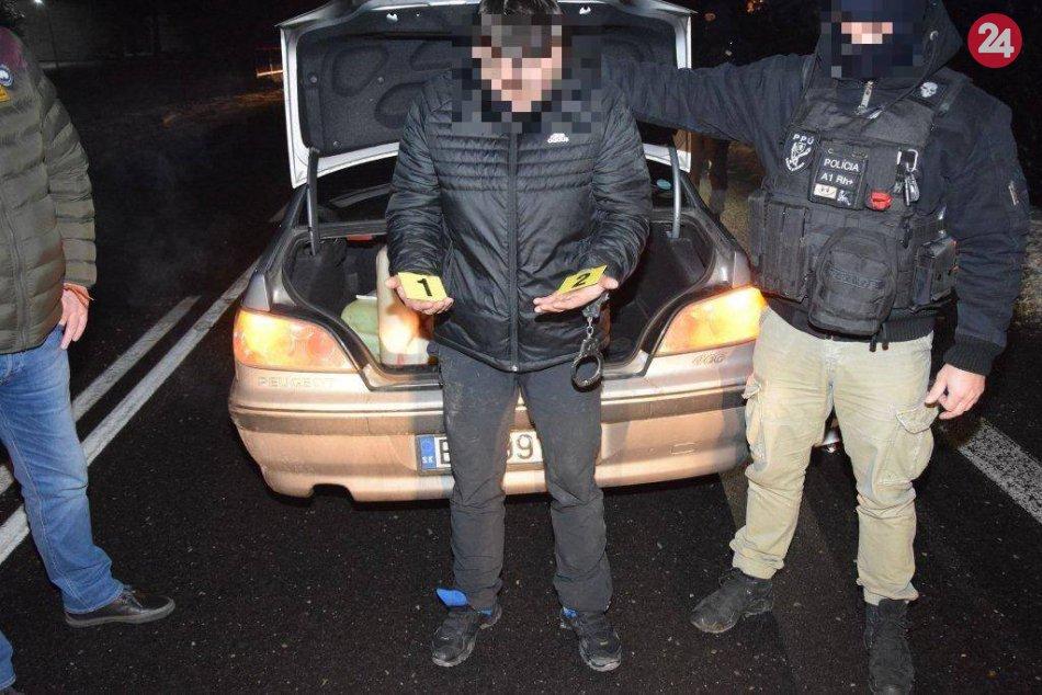 V rukách polície skončila dvojica, ktorá mala vykrádať byty po celom Slovensku