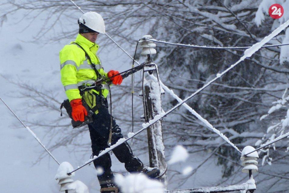 FOTO: Kalamita spôsobila viaceré odstávky elektriky