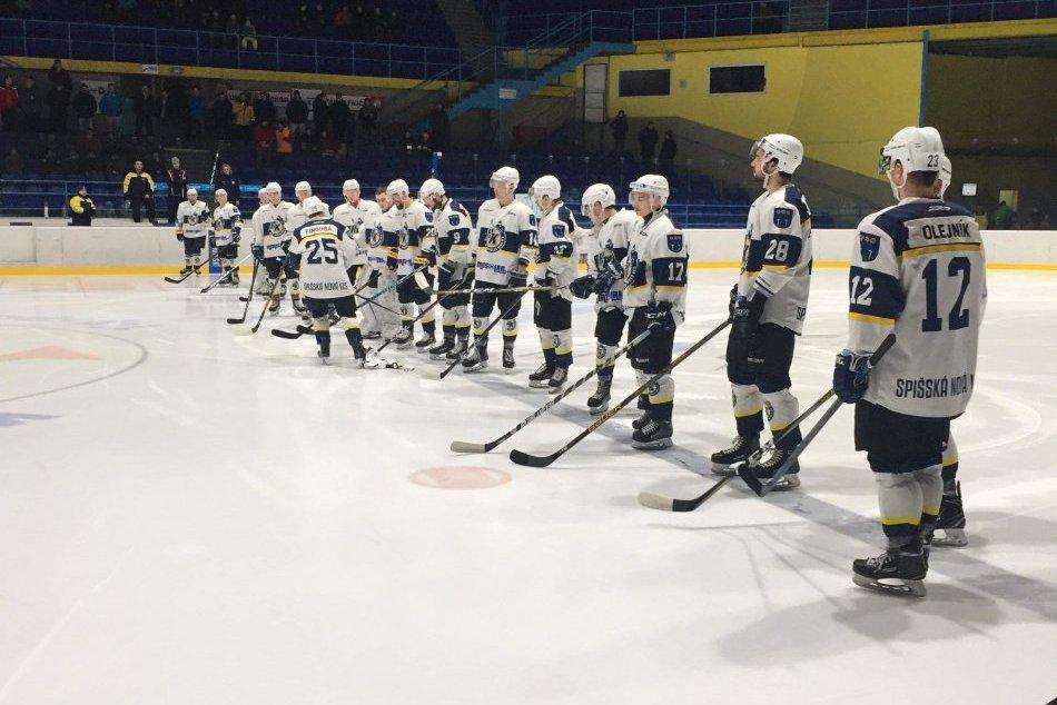 Odovzdávanie pamätného dresu pred začiatkom hokejového zápasu