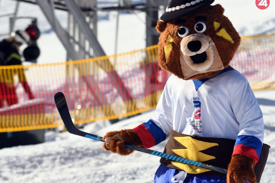 Na Štrbskom Plese pokrstili maskota MS 2019 v hokeji medveďa Macejka