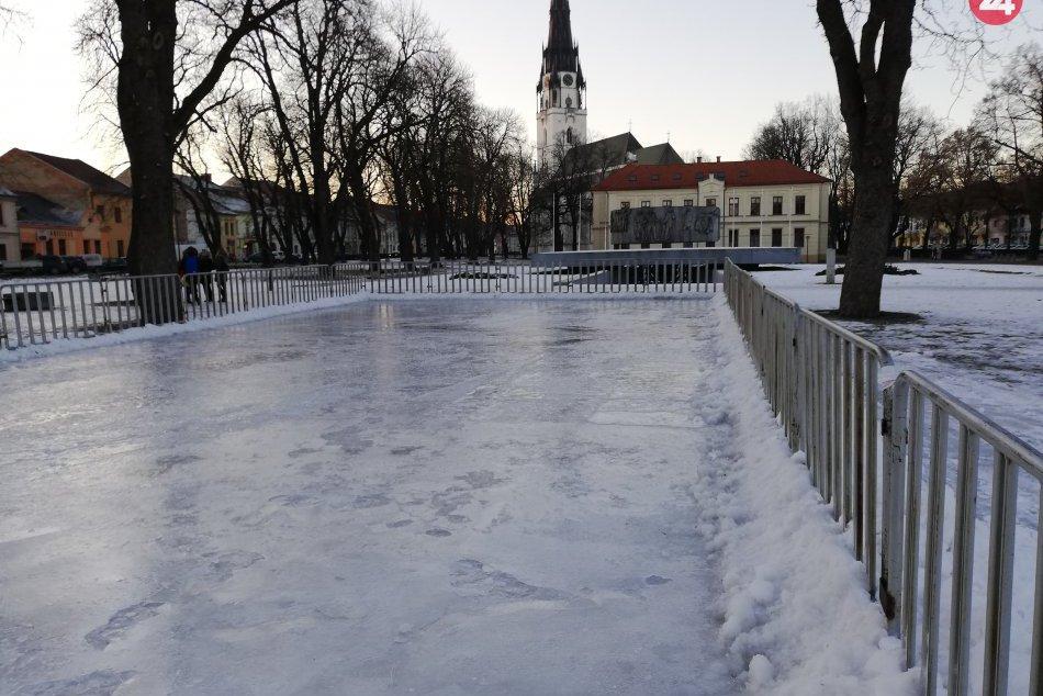 Zachytené fotoaparátom: V centre nášho mesta vzniká lákadlo pre korčuliarov!