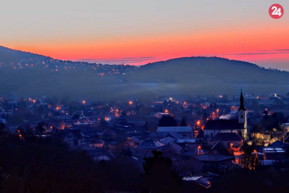 Pohľad, pre ktorý sa oplatí privstať: Východ Slnka nad Nitrou: FOTO