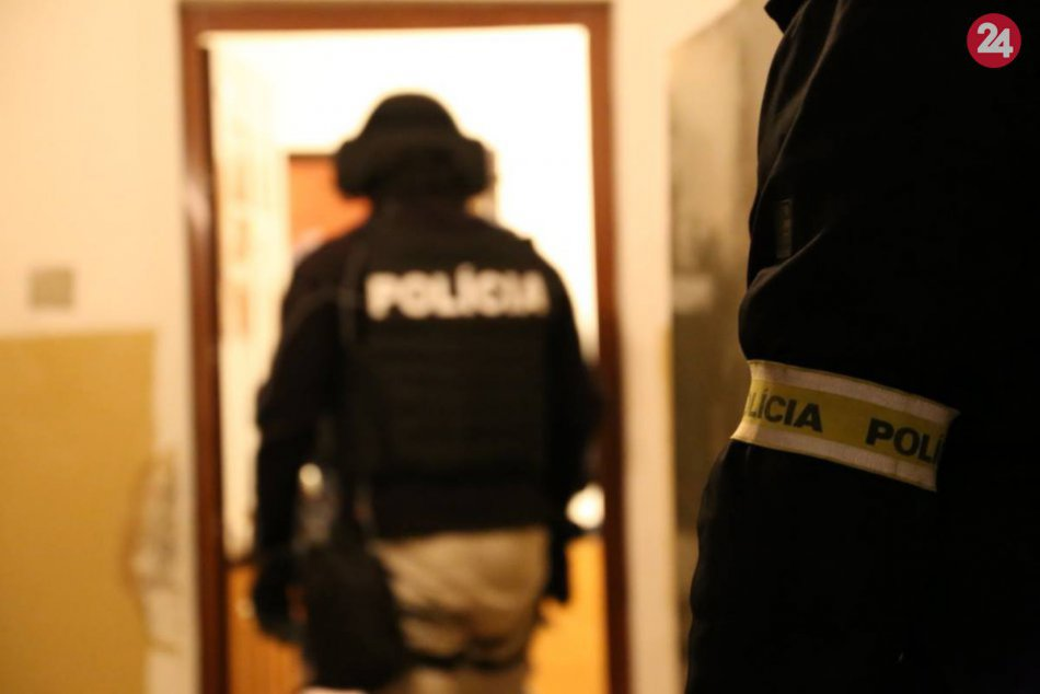Rušné ráno na západnom Slovensku: NAKA zatkla šesť osôb