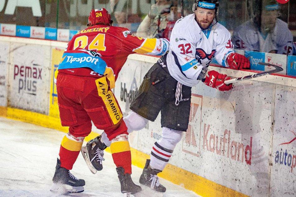 V OBRAZOCH: Bystrickí hokejisti doma zdolali Trenčanov. 2 gólmi sa blysol Higgs